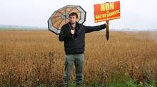 Perre Batellier, one of the spokesmen of the Mobilisation Gaz de schiste, stands in front of the field a mining company has selected to search for gas deposits, in St-Marc sur Richelieu, September 30, 2010 (Christinne Muschi/christinne muschi)