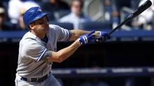 Toronto Blue Jays' Omar Vizquel singles to right field during the fourth inning against the New York Yankees in their American League baseball game in New York, September 19, 2012. (MIKE SEGAR/REUTERS)