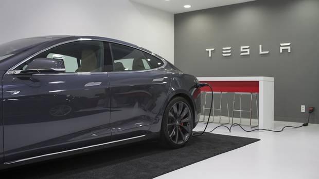 Hundreds walk off tesla job in nevada labour dispute the for Tesla motors careers login