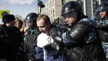 Police detain a protester in downtown Moscow, Russia, on March 26, 2017. (Alexander Zemlianichenko/AP)