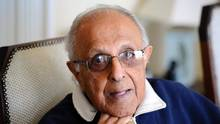Ahmed Kathrada, anti-apartheid activist and close friend of former South African President Nelson Mandela, in his house in Johannesburg, July 16, 2012. (STEPHANE DE SAKUTIN/AFP/Getty Images)