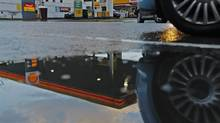 A Shell petrol station is seen in London January 31, 2013. (LUKE MACGREGOR/Reuters)