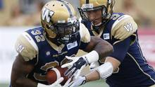 Winnipeg Blue Bombers' quarterback Drew Willy hands off to Nic Grigsby (THE CANADIAN PRESS)