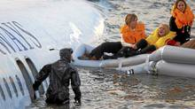 Passengers are rescued after a U.S. Airways plane landed in the Hudson River in New York January 15, 2009. REUTERS/Eric Thayer (UNITED STATES) (REUTERS/Eric Thayer (UNITED STATES))
