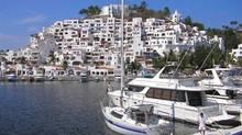 A disputed boundary has made selling units at Puerto Las Hadas impossible. (David Cressy/manzanillocondo.com)