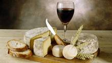 Red wine, bread and cheese on cutting board. (Thinkstock/Thinkstock)