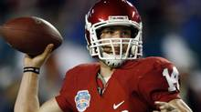 oma Sooners quarterback Sam Bradford throws a pass against the Florida Gators during the second quarter in the NCAA's BCS National Championship football game in Miami, January 8, 2009. REUTERS/Carlos Barria (CARLOS BARRIA)