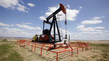 A Canadian Natural Resources pump jack pumps oil out of the ground near Dorothy, Alberta, June 30, 2009. (© Todd Korol / Reuters/Todd Korol/REUTERS)