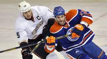 Anaheim Ducks' Ryan Getzlaf (L) and Edmonton Oilers' Mike Brown battle for position during the first period of their NHL hockey game in Edmonton April 21, 2013. (DAN RIEDLHUBER/REUTERS)