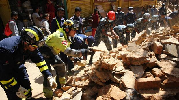 canadian aid flights resume to earthquake stricken nepal