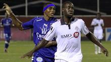 Manuel Mosquera (back) of Panama's Arabe Unido fights for the ball with Nana Attakora of Toronto FC during their CONCACAF Champions League soccer match in Panama City August 24, 2010. (ALBERTO LOWE)