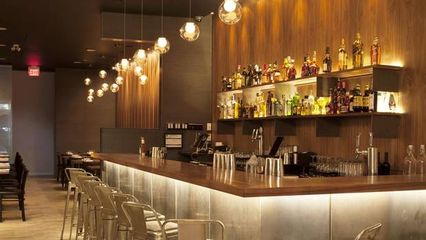 Toronto s beverley hotel goes cool male and modern the for Hotel design come