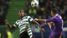 Sporting's Marvin Zeegelaar fights for the ball against Real Madrid's Dani Carvajal during a Champions League match on Nov. 22, 2016. (Steven Governo/The Associated Press)