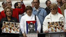 Protesters in Madrid support the Ladies in White and Cuban dissident Orlando Zapata Tamayo. (ANDREA COMAS/Reuters)