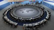 The leaders of the G20 Summit gather around the meeting table for the first plenary session of the summit in the Pittsburgh Convention Center in on September 25, 2009. (JIM BOURG/Jim Bourg/Reuters)