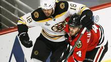 Boston Bruins' Nathan Horton (L) tries to get around Chicago Blackhawks' Niklas Hjalmarsson during the second period in Game 2 of their NHL Stanley Cup Finals series in Chicago, Illinois, June 15, 2013. (JIM YOUNG/REUTERS)