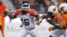 Calgary Stampeders quaterback Kevin Glenn gets pressure from the BC Lions during first half of the CFL's Western Conference Final football game in Vancouver, British Columbia November 18, 2012. (BEN NELMS/REUTERS)