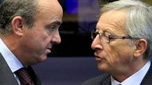 Spain's Economy Minister Luis de Guindos (L) talks with his Luxembourg counterpart Jean-Claude Juncker (R) during a meeting of the Board of Governors of the European Stability Mechanism (ESM) ahead of an euro zone finance ministers meeting in Luxembourg on Oct. 8, 2012. REUTERS/Yves Herman (YVES HERMAN/REUTERS)