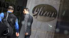 Pedestrians walk past the world headquarters of Pfizer Inc. on April 17, 2008 in New York. (Daniel Barry/Getty Images/Daniel Barry/Getty Images)