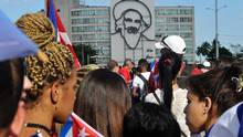 People arrive to pay their last respects to late revolutionary leader Fidel Castro at Revolution Square in Havana, on November 29, 2016. (Pedro Pardo/AFP/Getty Images)