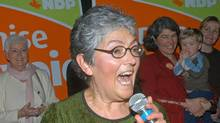 The NDP's Denise Savoie celebrates her victory in the federal election Jan. 23, 2006. (Don Denton For The Globe abd Mail)