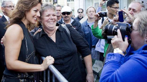 Singer Sarah MacLachlan poses for a photo with a fan. (Chris Young/THE CANADIAN PRESS)