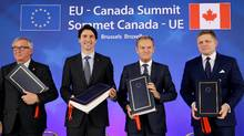 European Commission President Jean-Claude Juncker, Canada's Prime Minister Justin Trudeau, European Council President Donald Tusk and Slovakia's Prime Minister Robert Fico attend the signing ceremony of the Comprehensive Economic and Trade Agreement (CETA), at the European Council in Brussels, Belgium, October 30, 2016. (FRANCOIS LENOIR/REUTERS)