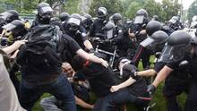 Police clash with activists during a protest at the G20 Summit in Toronto on June 26, 2010. (Darren Calabrese/THE CANADIAN PRESS)
