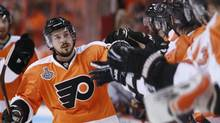 Philadelphia Flyers' Danny Briere is congratulated by the bench after scoring against the Chicago Blackhawks during the first period Game 3 of the NHL Stanley Cup final hockey series in Philadelphia, June 2, 2010. (JIM YOUNG/REUTERS)