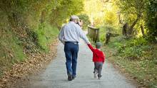 Grandfather and grandchild walking. (David Pereiras Villagr/iStockphoto)