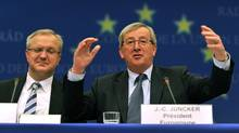 Luxembourg Prime Minister and Eurogroup president Jean-Claude Juncker (R) gestures with EU commissioner for Economic and Monetary Affairs Olli Rehn (L) on Febuary 15, 2010 during the final press conference of an Eurogroup meeting at the EU headquarters in Brussels. (GEORGES GOBET)