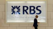 A worker walks in the foyer of a Royal Bank of Scotland (RBS) office in the City of London. (LUKE MACGREGOR/LUKE MACGREGOR/REUTERS)