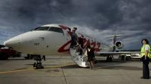 Passengers disembark Jazz flight in this file photograph. (JOHN LEHMANN/JOHN LEHMANN/GLOBE AND MAIL)