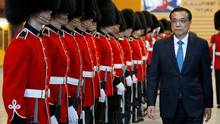 Chinese Premier Li Keqiang inspects the honour guard during a welcoming ceremony in Ottawa on Sept. 22, 2016. (CHRIS WATTIE/REUTERS)