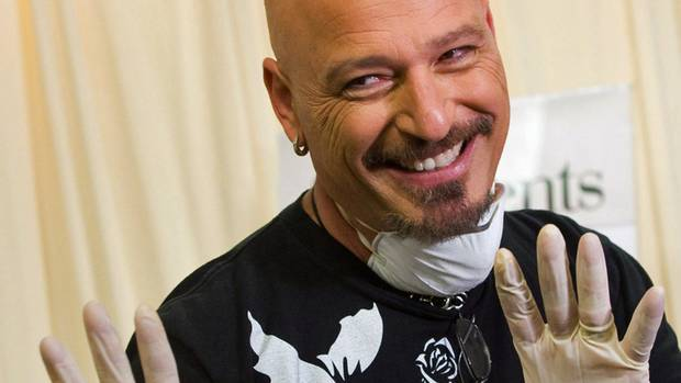 howie mandel comes clean about life as a germaphobe the globe and mail