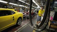 File photo of workers at the General Motors Oshawa, Ont., assembly plant. (Moe Doiron/The Globe and Mail)