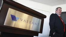 Michael Pearson, chief executive officer of Valeant Pharmaceuticals International Inc., waits for the start of their annual general meeting in Laval, Que., in 2014. (Christinne Muschi/Reuters)