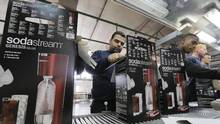 Employees pack boxes of the SodaStream product at the factory in the West Bank Jewish settlement of Maale Adumim January 28, 2014. (Ammar Awad/REUTERS)
