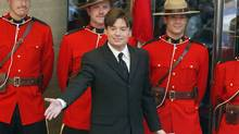 Actor and comedian Mike Myers shows off his star on the Canadian Walk of Fame in Toronto in 2003. (FRANK GUNN/Canadian Press)
