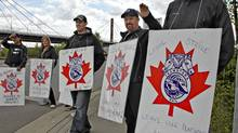 Picketers stand at the entrance to the CP yards in Coquitlam, B.C. (ANDY CLARK/ANDY CLARK/REUTERS)