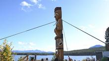 The pole was raised so that it faces East. The lake in the background is Teztan Biny. (Tsilhqot'in National Government)