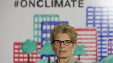 Ontario Premier Kathleen Wynne announces a cap and trade deal with Quebec in Toronto on April 13, 2015. (Chris Young/THE CANADIAN PRESS)