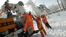 Enwin Utilities workers from Windsor, Ont., repair damaged power lines in Scarborough on Dec. 26, 2013. (KEVIN VAN PAASSEN/THE GLOBE AND MAIL)