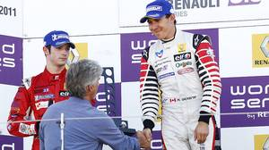 1996 F1 world champion Damon Hill presented the trophy to winner Robert Wickens for his Formula Renault 3.5 Series win at Silverstone this weekend.