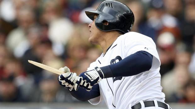 Detroit Tigers Avisail Garcia breaks his bat fouling off a pitch during the second inning against the Oakland Athletics in Game 2 in their ALDS in Detroit, Michigan October 7, 2012. (REBECCA COOK/REUTERS)