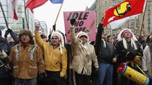 First nations protesters march towards Parliament Hill before the start of a meeting between chiefs and Prime Minister Stephen Harper in Ottawa on Jan. 11, 2013. (CHRIS WATTIE/REUTERS)