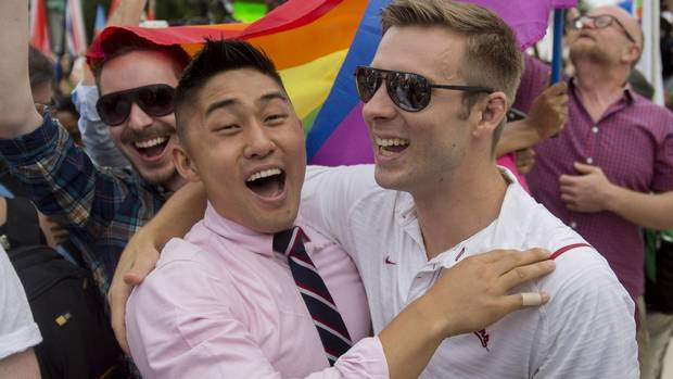 Twitter explodes with reaction to U.S. gay marriage decision (including mockery of those who plan to move to Canada)