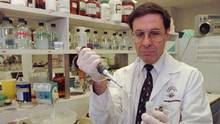 Dr. Mark Wainberg, the world-renowned HIV-AIDS researcher and activist died near his condominium in Bal Harbour, Fla. He was 71. (Ryan Remiorz/The Canadian Press)
