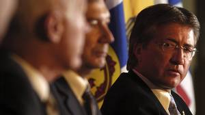 Danny Williams at the Toronto Economic Club with then premiers from left: John Hamm of Nova Scotia and Pat Binns of Prince Edward Island, Nov. 17, 2004 .