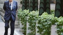 Paul Desmarais walks to the Power Corp. of Canada annual meeting. (SHAUN BEST/REUTERS)